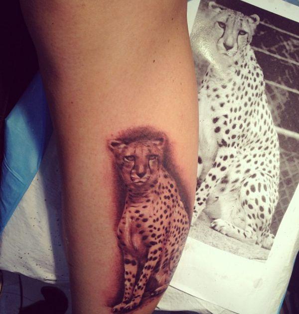 Gepard Design am Unterarm