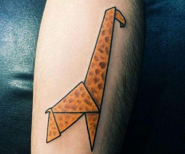 Origami Giraffe Tattoo Design am Unterarm