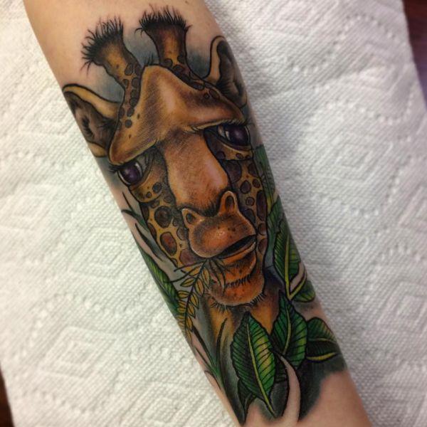 giraffe tattoo seine bedeutung und 26 ideen. Black Bedroom Furniture Sets. Home Design Ideas