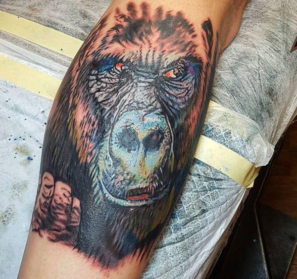 Realistisch Gorilla Design auf der Bein