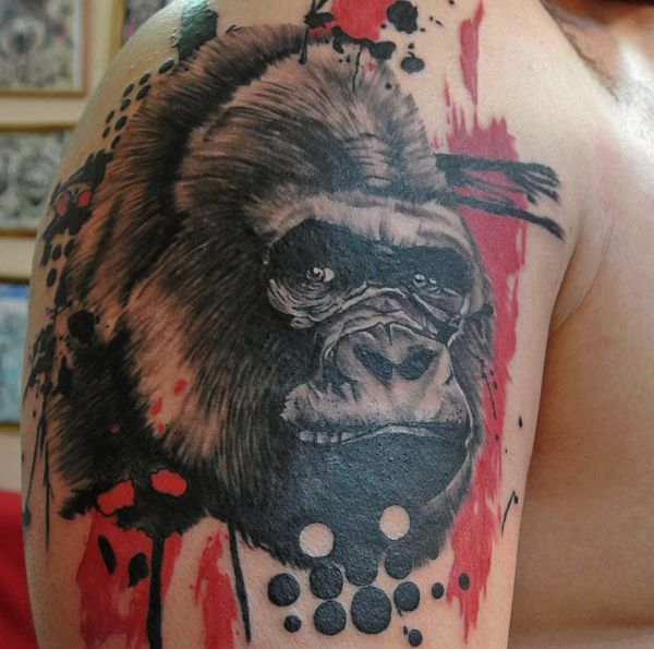 Abstract Gorilla Kopf Tattoo Design am Oberarm