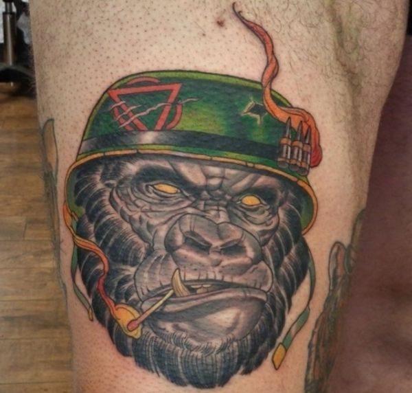 Gorilla Kopf Militärisch Design am Oberarm