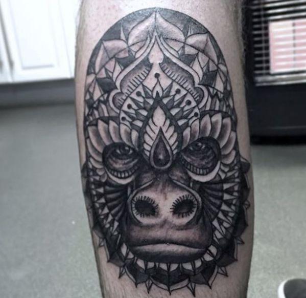 Mandala Gorilla Kopf Design auf der Bein