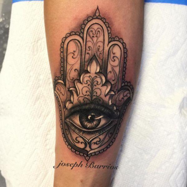 Hamsa Hand mit realistisch Auge Design