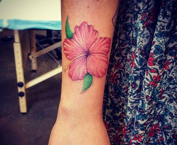 Hibiskus Design am Unterarm