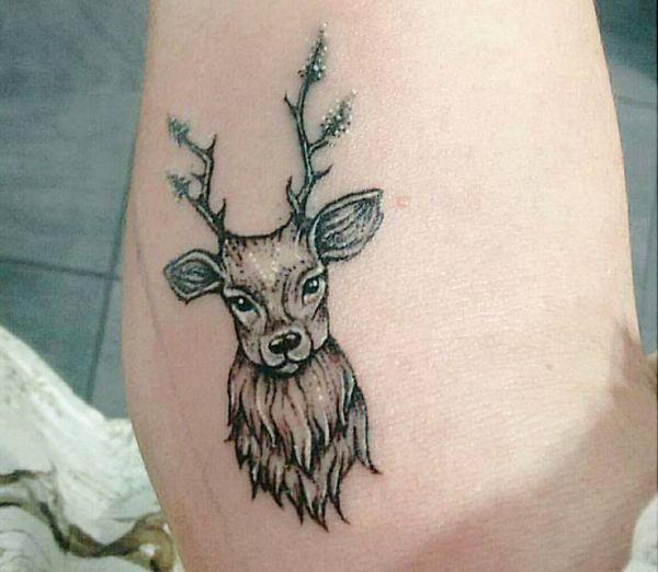 Kleiner Hirschkopf Tattoo Design