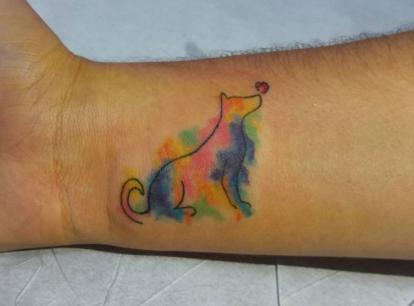 Kleiner Aquarell Hunde am Handgelenk