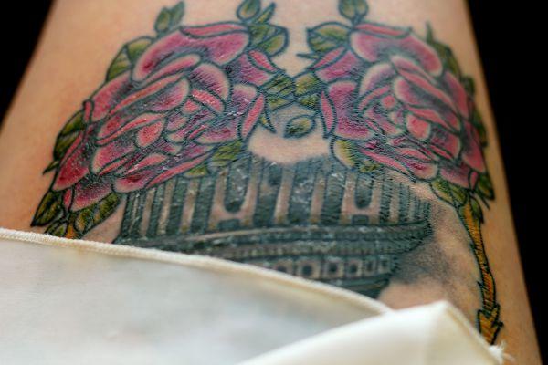 Ist Verkrustungen auf einem neuen Tattoo normal?