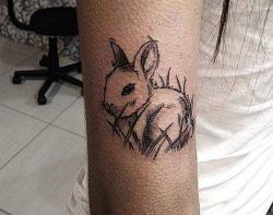 20 Kaninchen Tattoo Ideen: Bilder und Bedeutungen