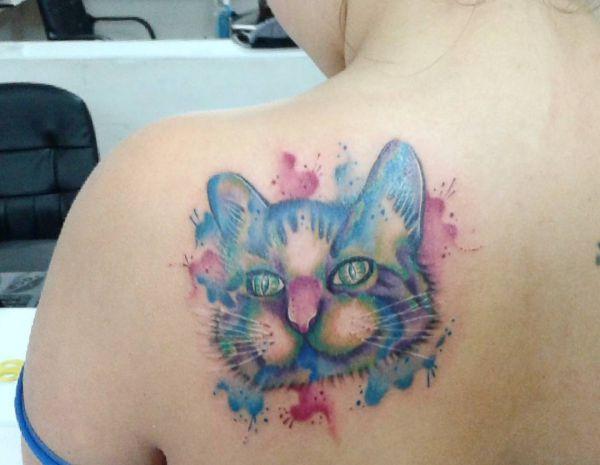 Aquarell Katzenkopf am Schulterblatt