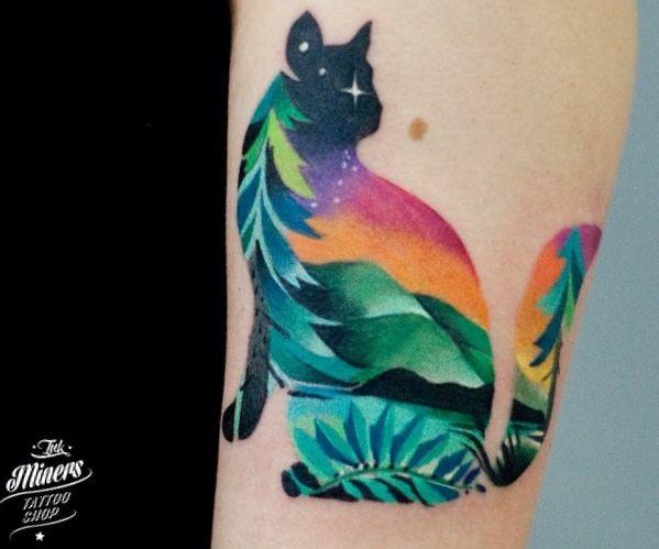Bunte Abstract Katzen Design am Unterarm