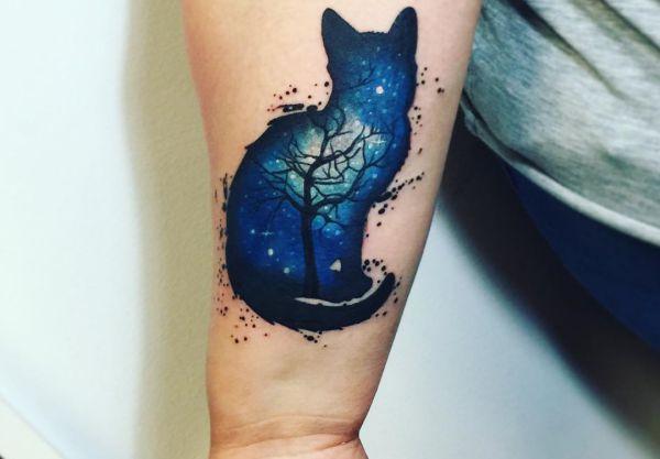 Abstrakt Katzen Design am Unterarm