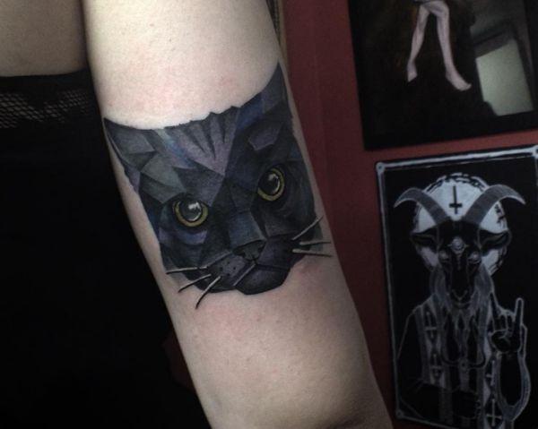 Katzenkopf am Oberschenkel schwarz