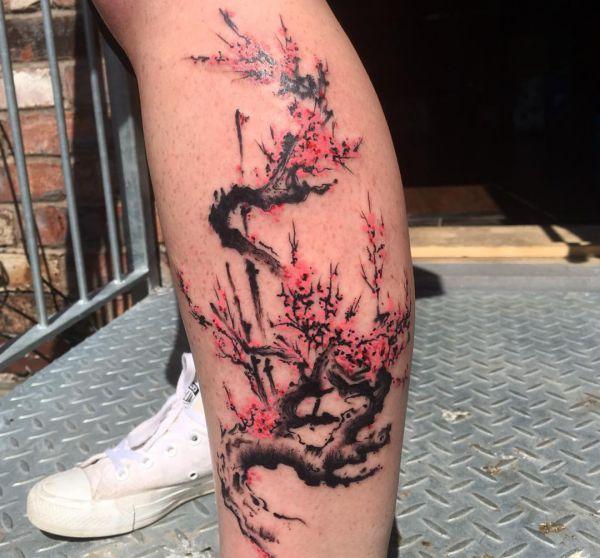 Aquarell Kirschblüten Design auf der Bein