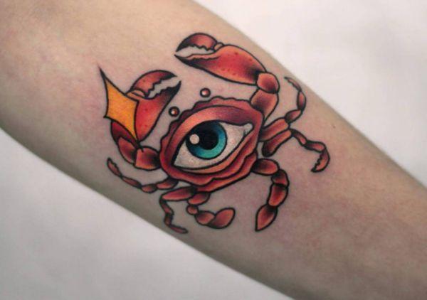 Krabbe mit Auge auf dem Arm
