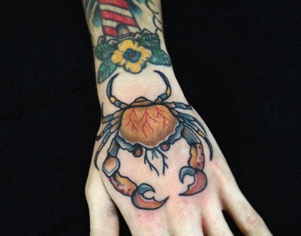 Tattoo Krabbe auf Hand
