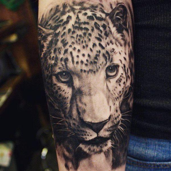 Leoparden tattoo arm