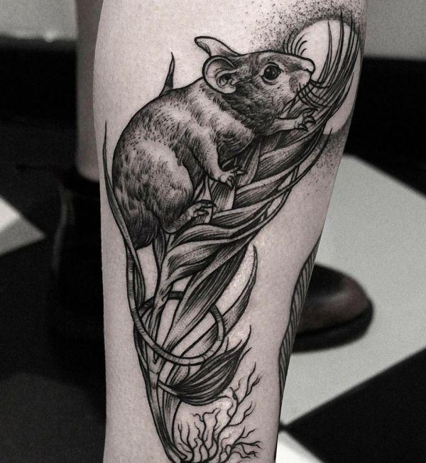 Wühlmaus Tattoo Design am Unterschenkel