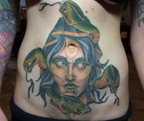 Medusa Tattoo Design am Bauch