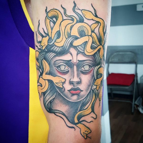 Medusa Tattoo Design am Oberarm