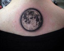 Mond Tattoo Designs mit Bedeutungen – 24 Ideen