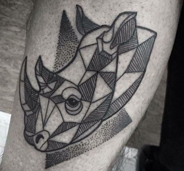 Geometrisch Nashorn Tattoo Design Dotwork