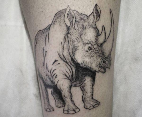 Nashörner Tattoo am Unterschenkel Schwarz und weiß