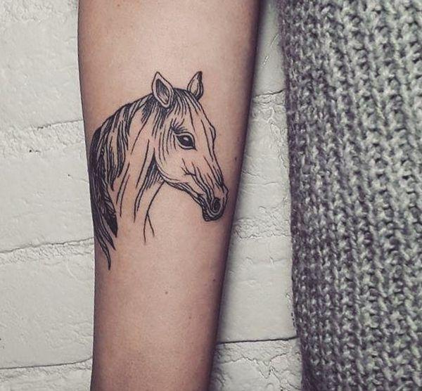 Schöne Pferdekopf Tattoo Design am Unterarm
