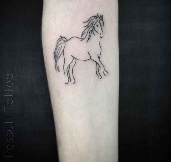 Kleiner Pferd Tattoo am Unterarm