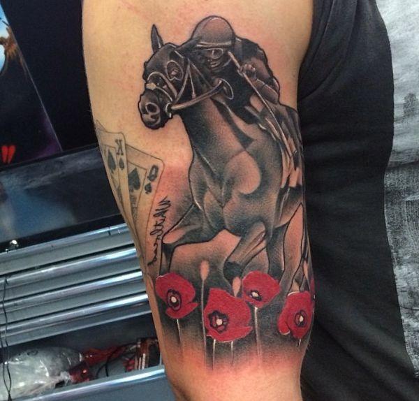 Rennpferd Tattoo Design auf dem Arm