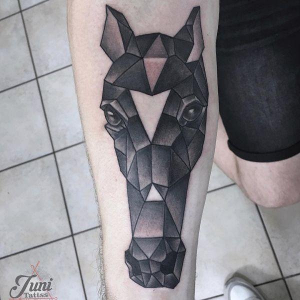 Pferdekopf Tattoo Geometrische Design am Unterarm