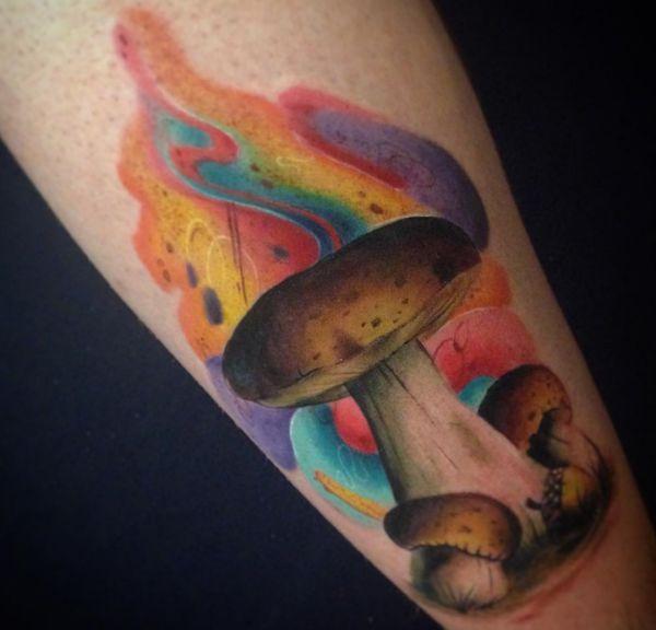 Bunte Pilz Tattoo Design auf der Bein