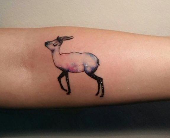 Kleiner Gazelle Design am Unterarm