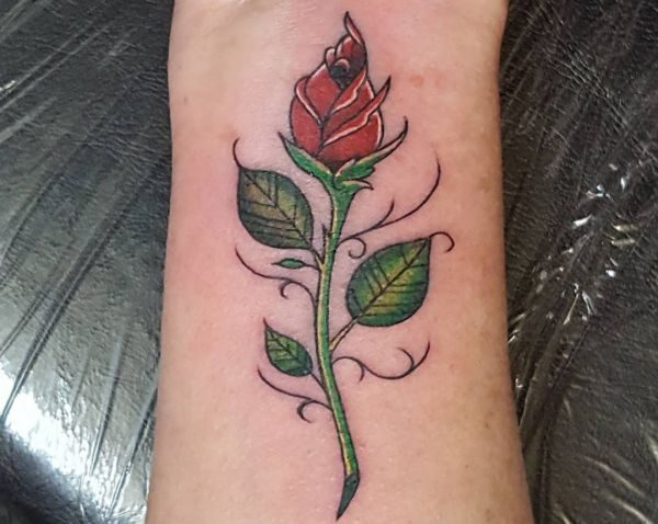 Rose Tattoo am Handgelenk