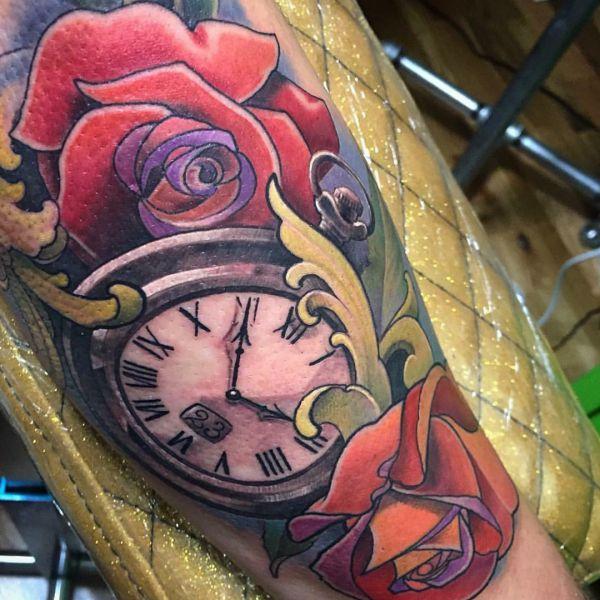 Rosen und Stoppuhr Tattoo Design