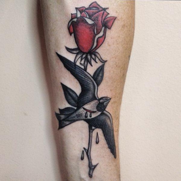 Rose mit Dorn und Schwalbe Tattoo Design
