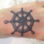 Schiffs-Rad Tattoos—Designs und Bedeutungen