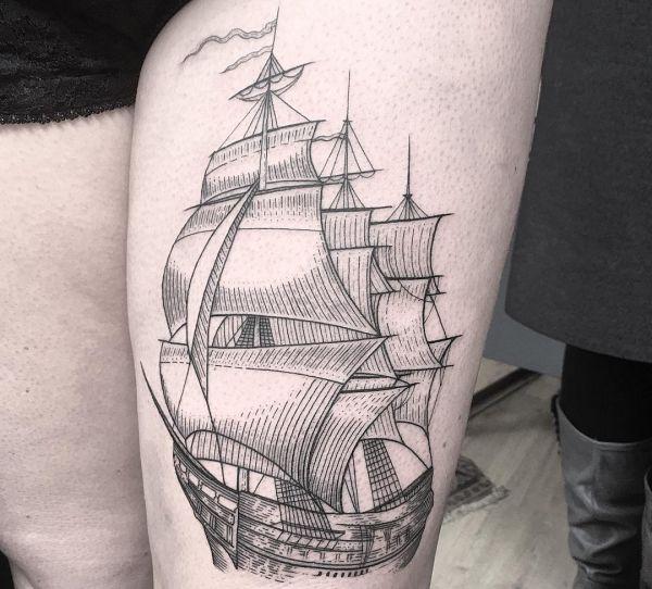 Schiff am Oberschenkel schwarz und weiß