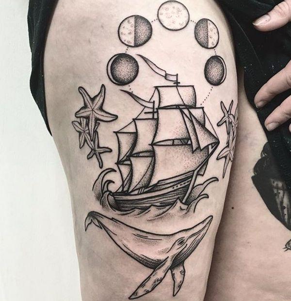 Mond Seestern Wal und Schiff am Oberschenkel