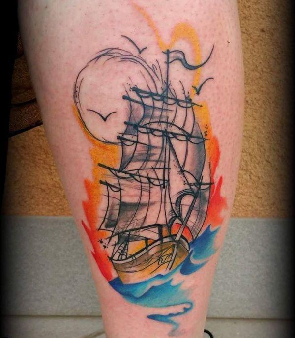 Tattoo Bunte Schiff am Oberschenkel