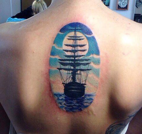 Schiff am Rücken für Frau Blau