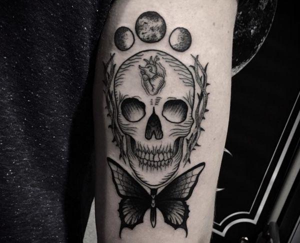 Gothic Schmetterling Design mit Schädel