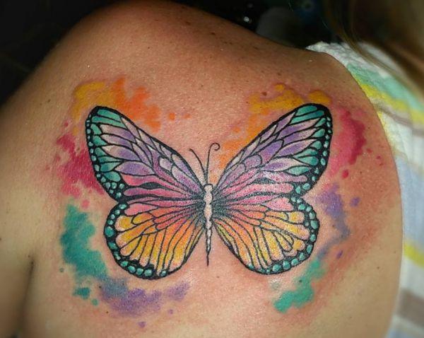Wasserfarben Schmetterling Design am Schulterblatt