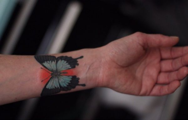 Ulysses Schmetterling Tattoo am Handgelenk