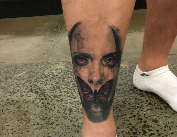 Gothic Schmetterling Tattoo auf der Bein