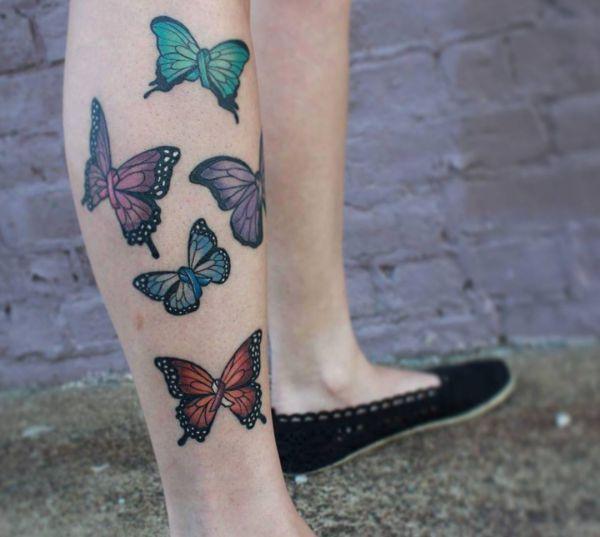 Bunte Schmetterling Design auf der Bein