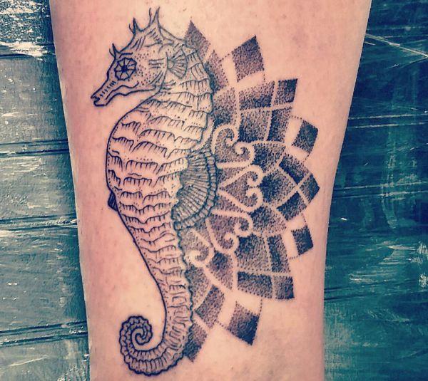 21 Seepferdchen Tattoos - als Tattoo steht das Tier für Geduld