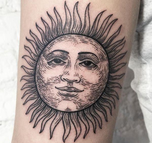Sonne Gesicht Tattoo Desgin am Unterarm