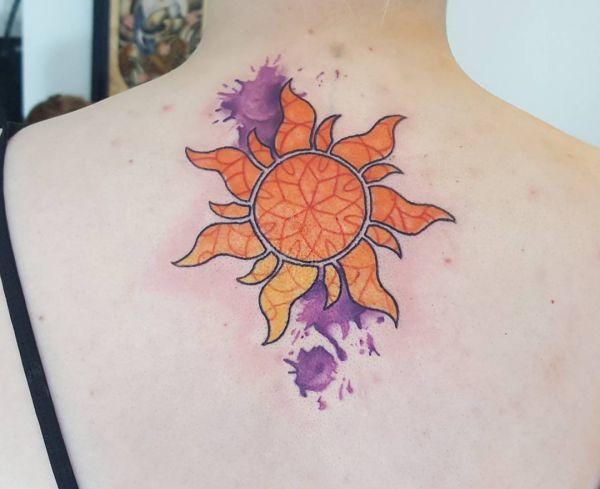Wasserfarben Sonne Desgin im Nacken