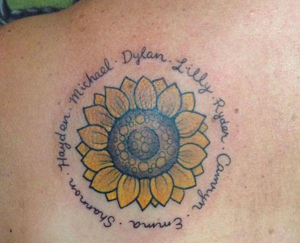 Sonnenblumen mit Namen Design am Schulterblatt